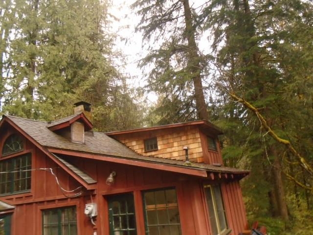 Rhododendron, OR - Our professional installers replaced 17 windows and 3 patio doors for this gorgeous home in Rhododendron, OR!