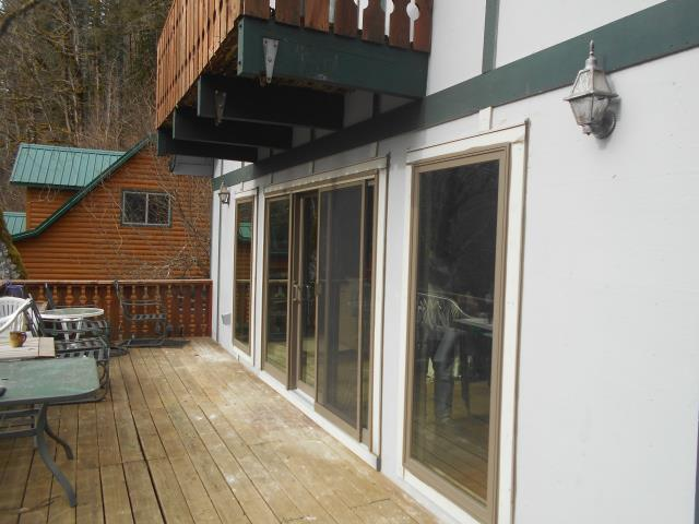Rhododendron, OR - We replaced 9 windows and 3 gorgeous patio doors for this home!