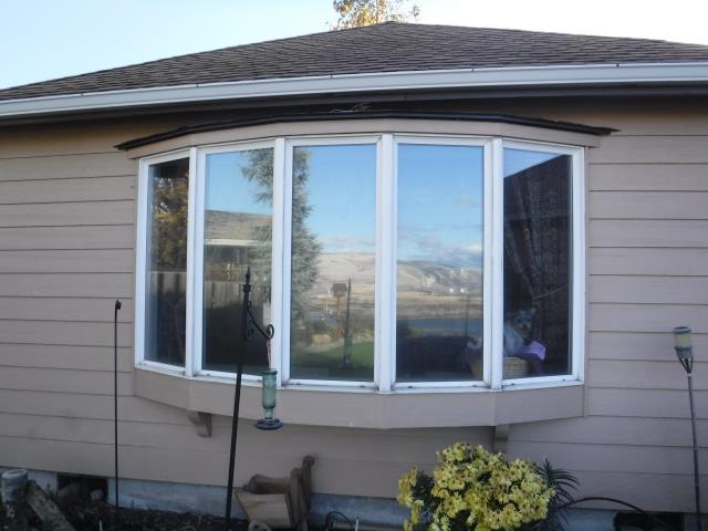 The Dalles, OR - Our professional install team replaced 12 windows and 1 patio door for this amazing house!