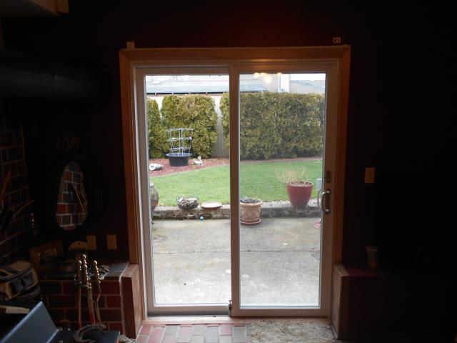 Troutdale, OR - We replaced 2 patio doors and a custom window for this Troutdale home!