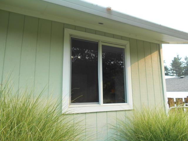 Tualatin, OR - We replaced 5 windows and installed a wonderful new patio door for this beautiful home in Tualatin.