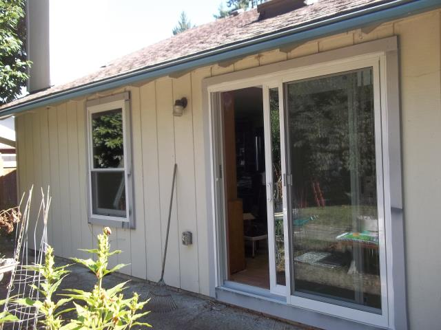 Tualatin, OR - Our professional installers worked hard to replace 5 double-hung windows for this amazing house!
