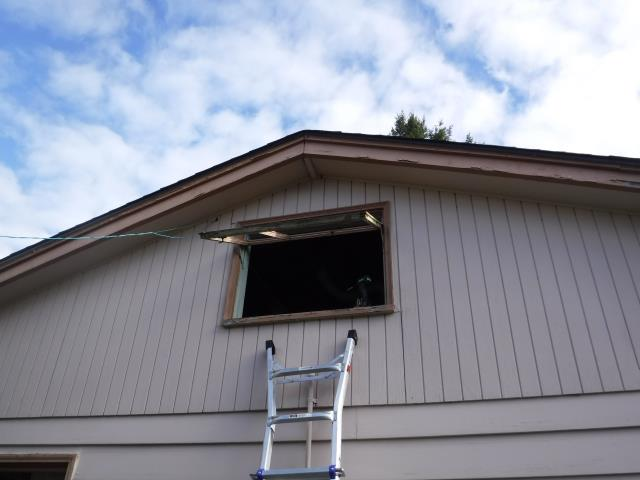 Vernonia, OR - Our professional installers put in work on this 15 window replacement project! We were happy to make the homeowners happy!