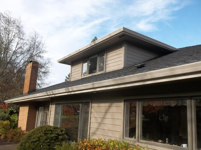 Wilsonville, OR - Our professional installers worked hard on this 17 window replacement project, 1 Frenchwood door, 1 specialty window and 2 custom sized windows.