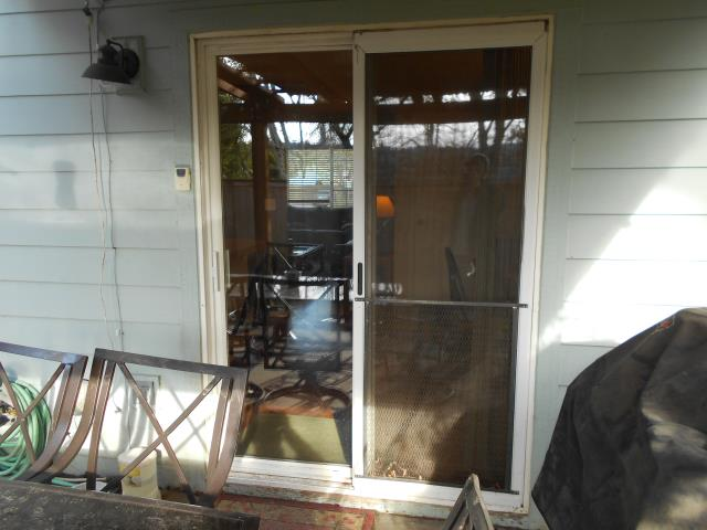 Aloha, OR - Our professional installers replaced a customized window and patio door for this lovely house!