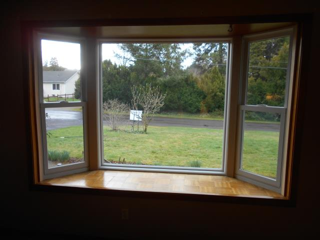 Washougal, WA - We did a gorgeous window installation with 11 replacement windows in all styles, double-hung, picture, and double gliding ones!