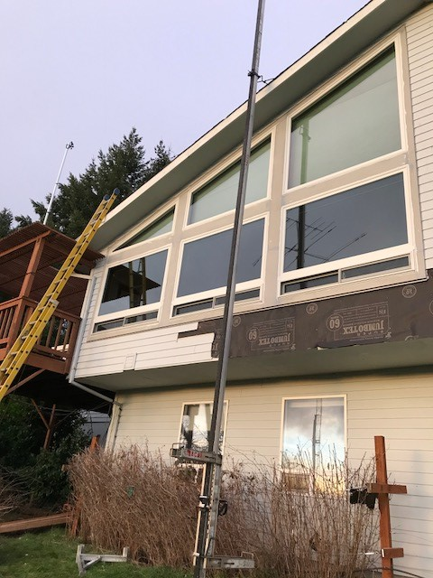 Newberg, OR - Our professional install team completed this wonderful 21 window replacement project for this home in Newberg!