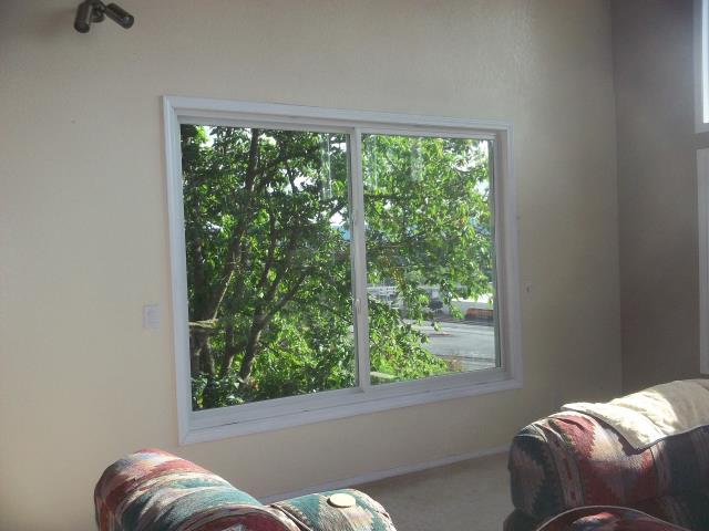 Vancouver, WA - We installed 1 replacement window and a patio door for this house!