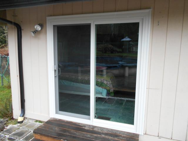 Longview, WA - Our professional installers replaced 2 patio doors in this loving Longview home!