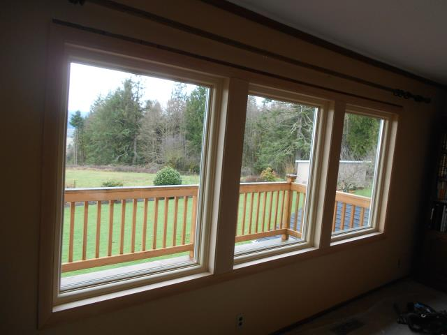 Longview, WA - We installed 8 replacement windows and 1 patio door for this lavish Longview home!