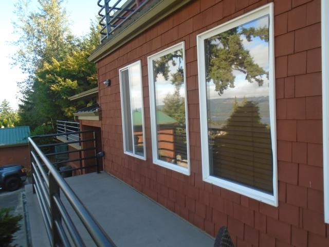 Kalama, WA - We installed 6 replacement windows and 2 patio doors for this awesome Kalama home!