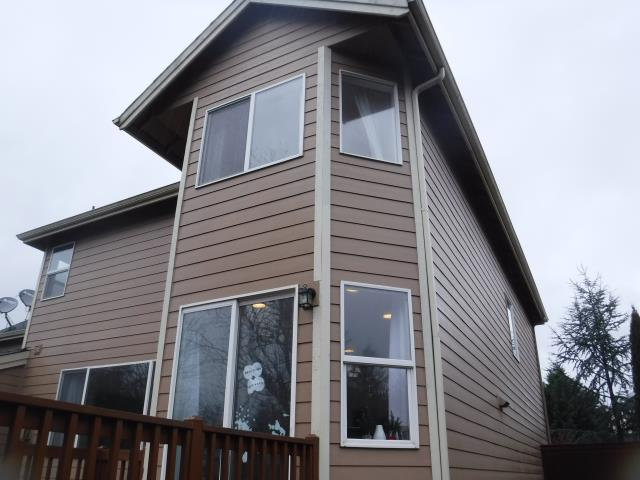 Camas, WA - Our professional installers replaced 18 windows and a patio door for this lovely home!