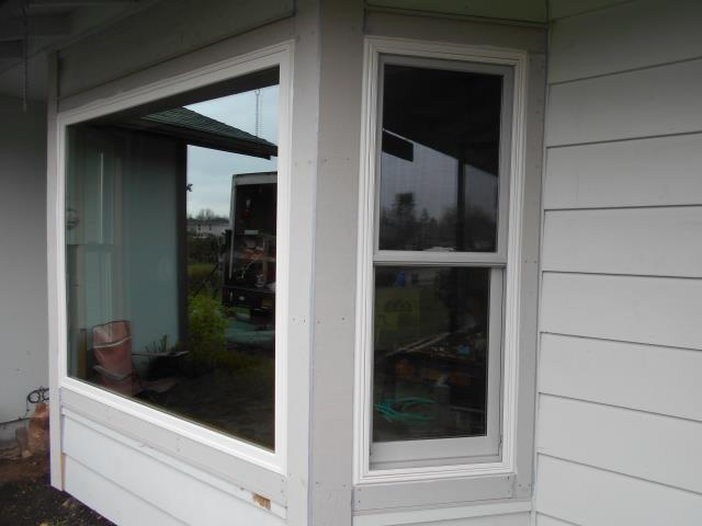 Battle Ground, WA - Our professional installers put in 11 replacement windows in this gorgeous home!