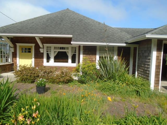 Bay City, OR - We installed 2 windows and a patio door for this beautiful Bay City home!