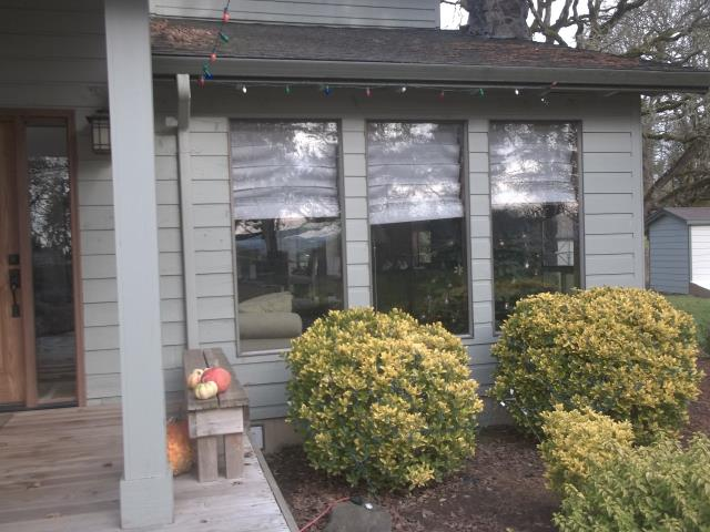 Dayton, OR - We installed 13 Andersen Fibrex replacement windows for this Darling Dayton place!