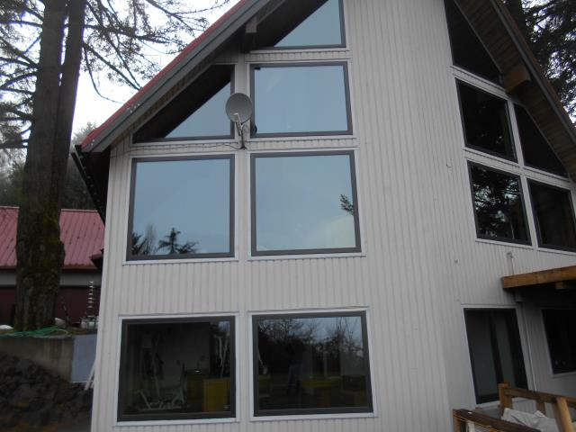 Hillsboro, OR - Our professional installers replaced 18 windows and 2 patio doors for this heavenly Hillsboro home!