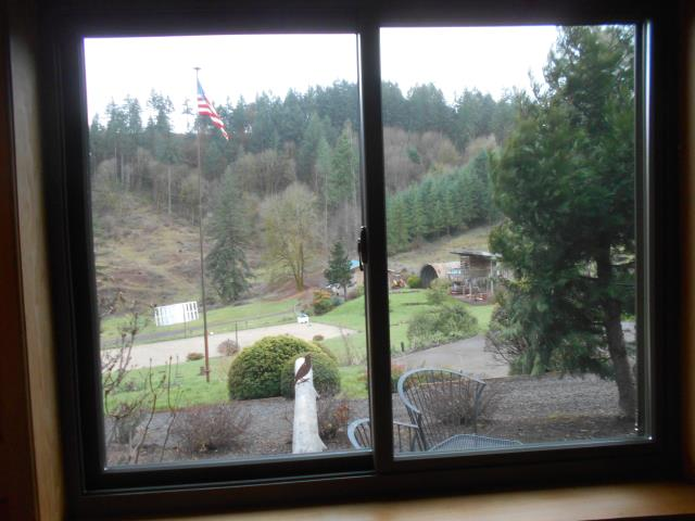 Newberg, OR - Our professional installers replaced 5 windows in this lovely home!