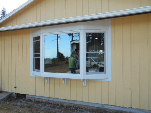 North Plains, OR - We installed 3 replacement windows for this home!
