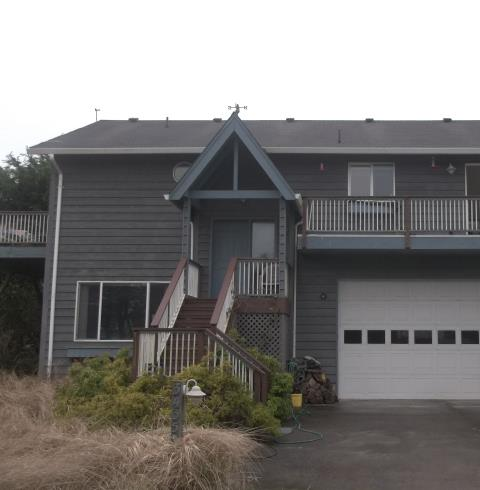 Cloverdale, OR - We installed 8 replacement windows and 1 patio door for this lovely home in Pacific City!