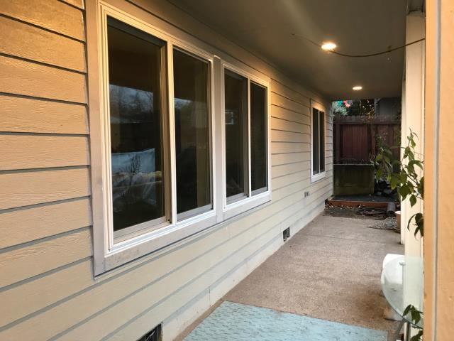 Sherwood, OR - We installed 9 replacement windows and a patio door for this gorgeous Sherwood home!