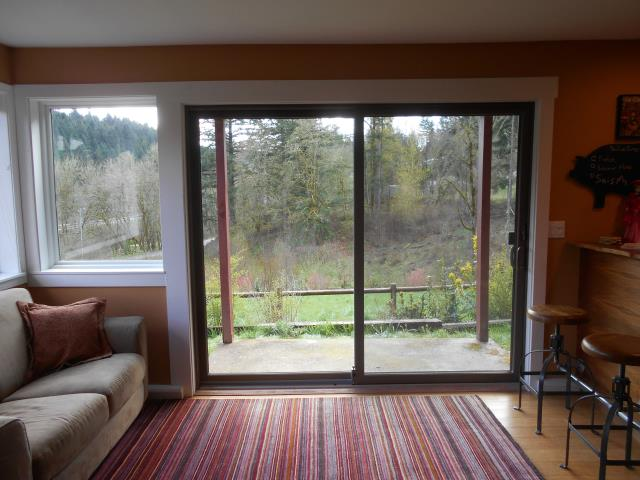 Sherwood, OR - Our professional installers replaced 3 windows and a patio door for this sweet Sherwood home!
