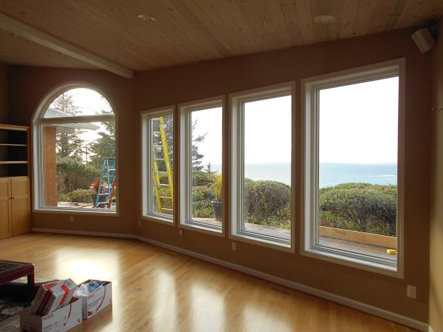 Tillamook, OR - Our professional installers replaced 9 windows for this lovely house!