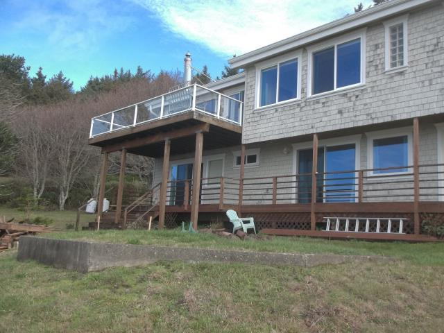 Cloverdale, OR - We installed 15 replacment windows and 4 patio doors for this lovely home!
