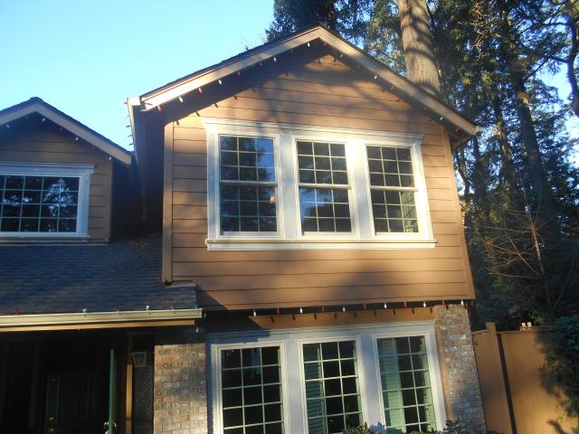 Salem, OR - We installed 27 replacement windows and 1 patio door for this home.