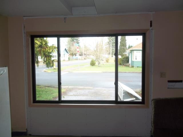 Lebanon, OR - We installed 9 windows and 1 patio door for this sweet home!