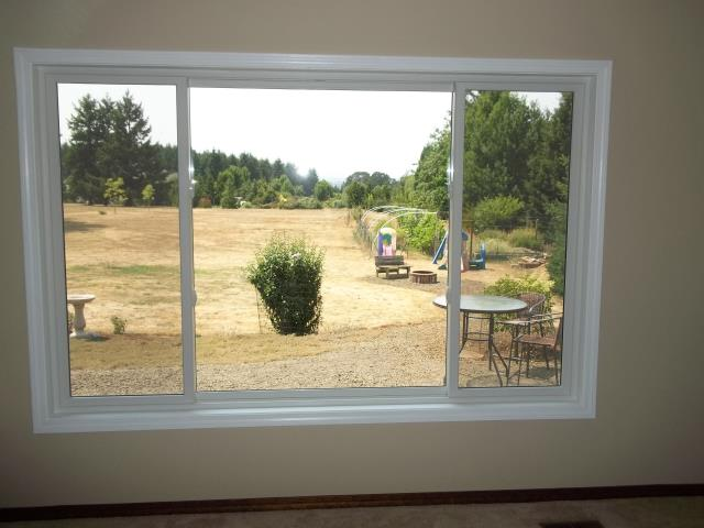 Silverton, OR - We installed 9 replacement windows and a patio door for this sweet house!