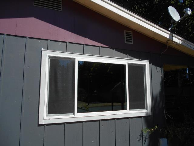 Stayton, OR - We installed 6 replacement windows and 1 patio door for this lovely home!