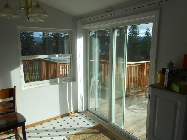 Sweet Home, OR - We installed 10 replacement windows and 1 patio door for this lovely home!