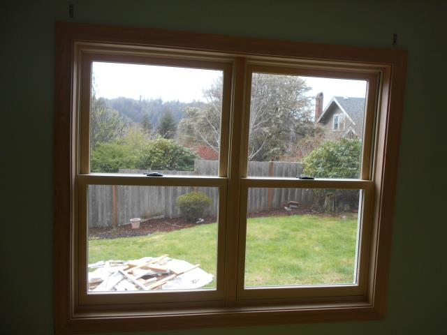Toledo, OR - We installed 9 replacement windows and 1 patio door for this home!
