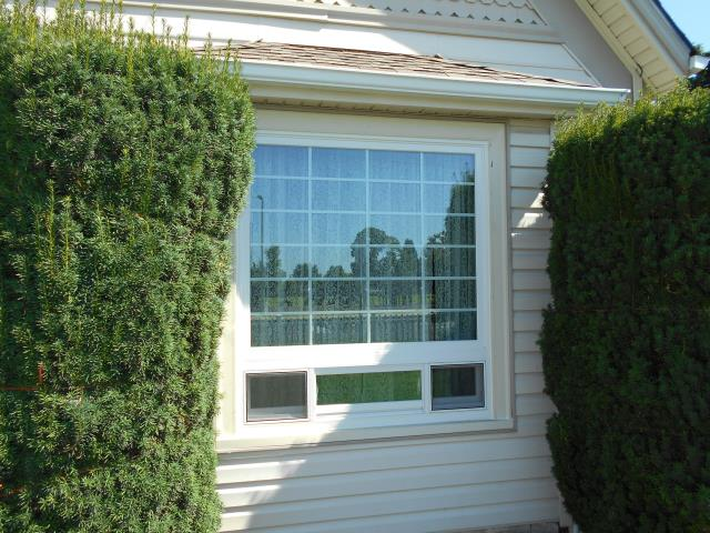 Harrisburg, OR - We installed 6 replacement windows for this home!