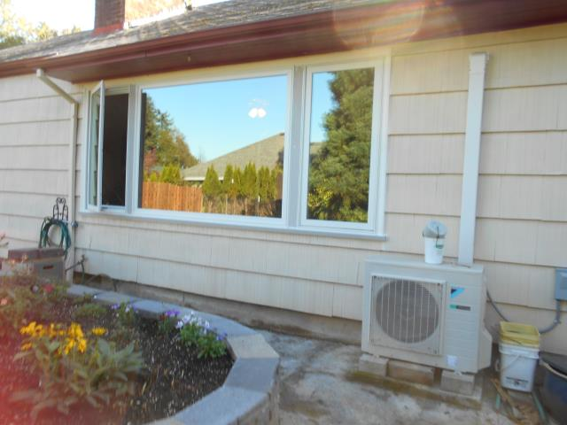 Troutdale, OR - We installed 5 new replacement windows for this sweet home!