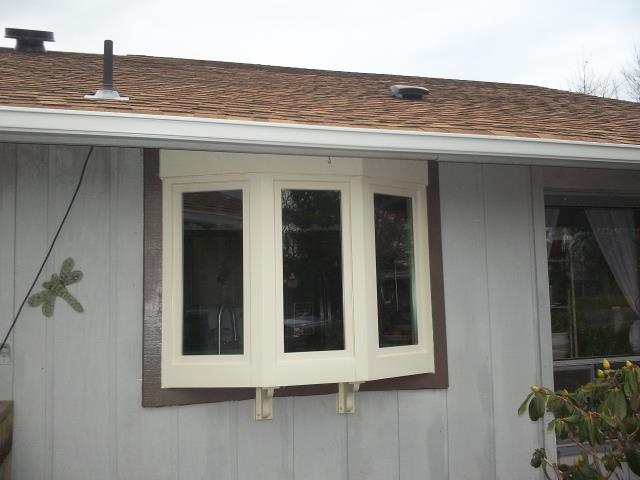 Albany, OR - We installed a garden window with a patio door for this beautiful Albany home!