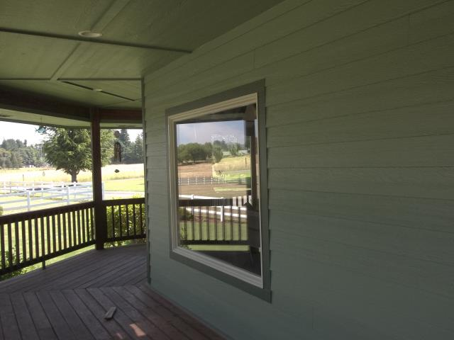Pleasant Hill, OR - We installed 20 replacement windows and 3 doors for this amazing home in Pleasant Hill!