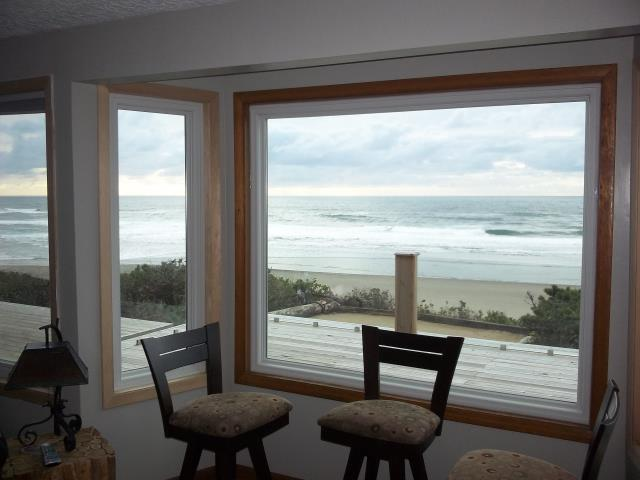 We installed 6 replacement windows for this beautiful beach side view home in Lincoln City.