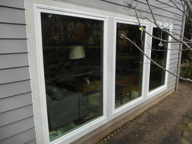 Salem, OR - We installed 7 replacement windows for this home along with 2 patio doors!