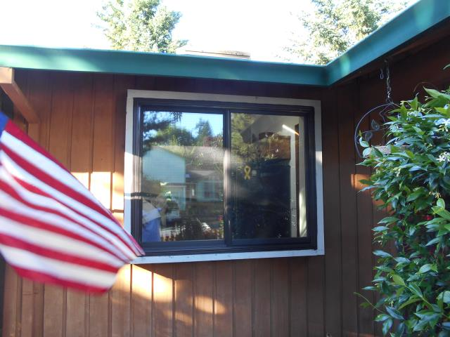 Aloha, OR - We installed 10 replacement windows for this gorgeous home!