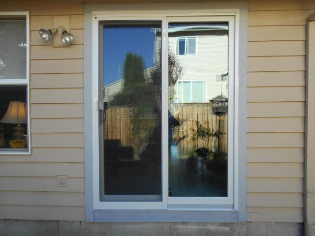 Gresham, OR - We installed 4 replacement windows and a patio door for this great Gresham home!