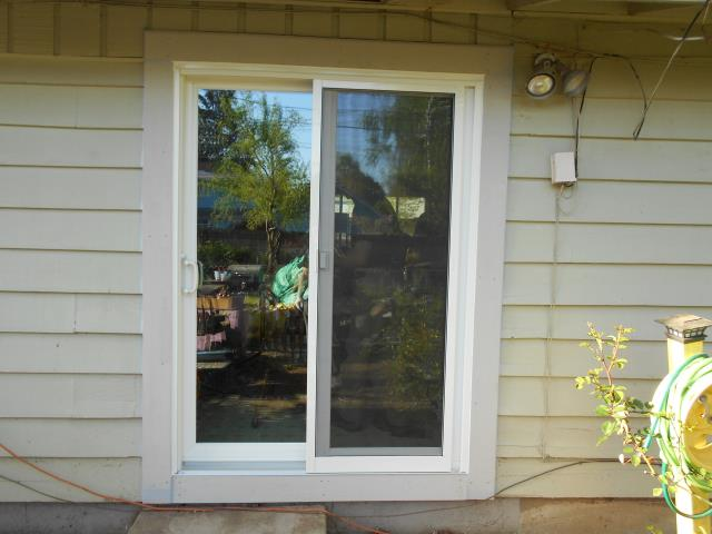 Eugene, OR - We installed 10 replacement windows for this Lane County home along with 1 replacement patio door!