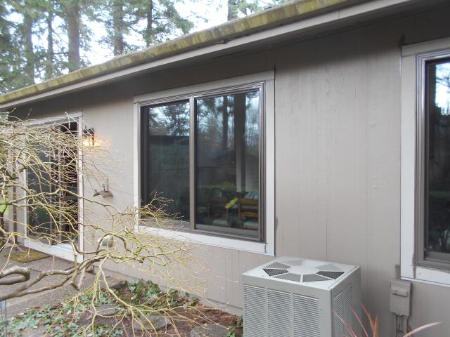 Beaverton, OR - We installed 7 replacement and a sliding glass door for this amazing home!