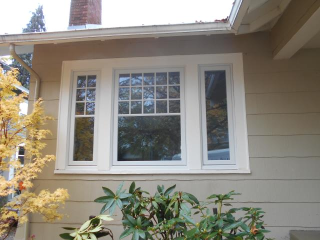 We installed 14 replacement windows for this sweet Eugene place!
