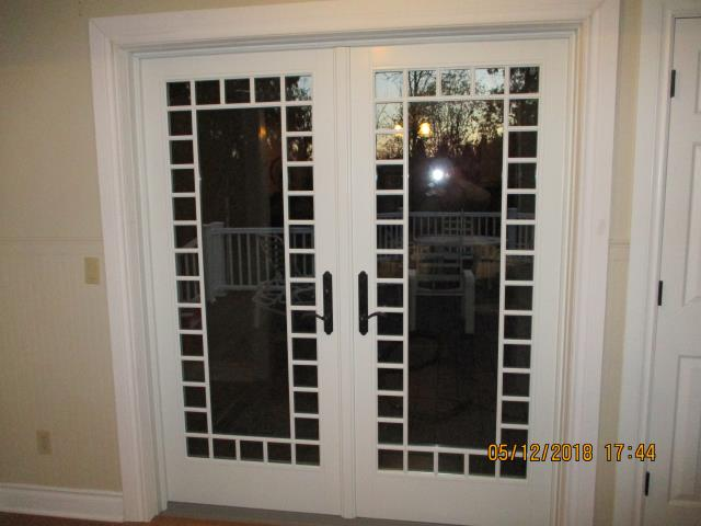 Aurora, OR - We installed a replacement french patio door with a beautiful grill feature for this lovely home in Aurora!