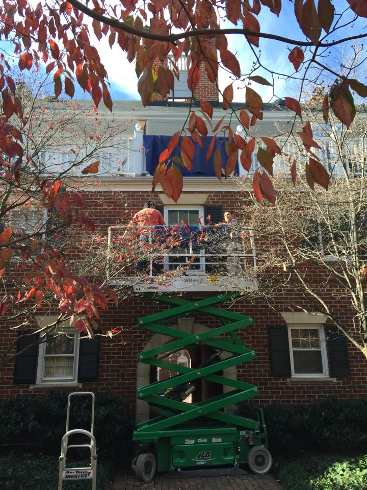 Alexandria, VA - Working on a complex hoisting project for a long distance move in Old Town Alexandria