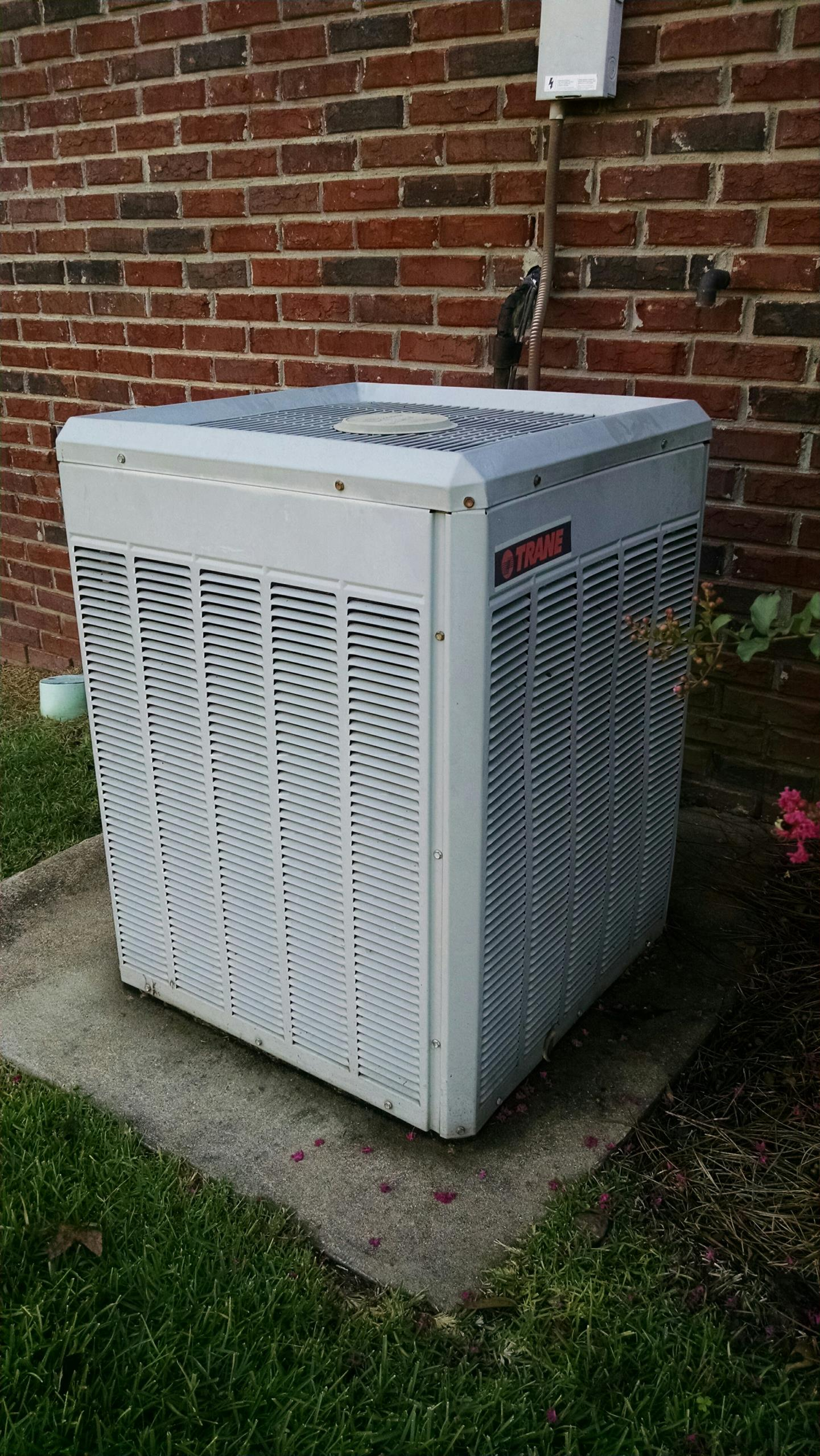 Millbrook, AL - Fall inspection on 18 yr old Trane air conditioner R22 system.