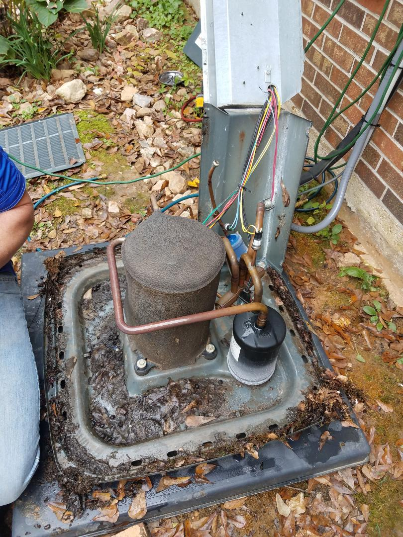 Wetumpka, AL - Removed bad condenser coil from Goodman heat pump