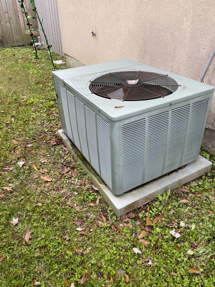 Gonzales, LA - Heat pump maintenance