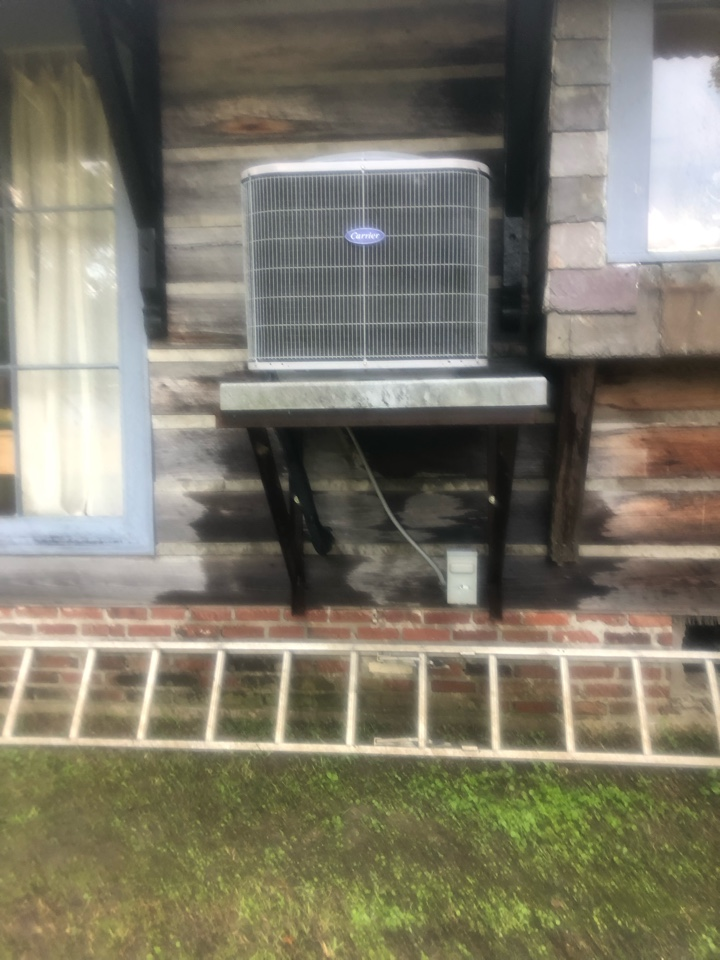 Hammond, LA - Clean condenser and drain line on air conditioning